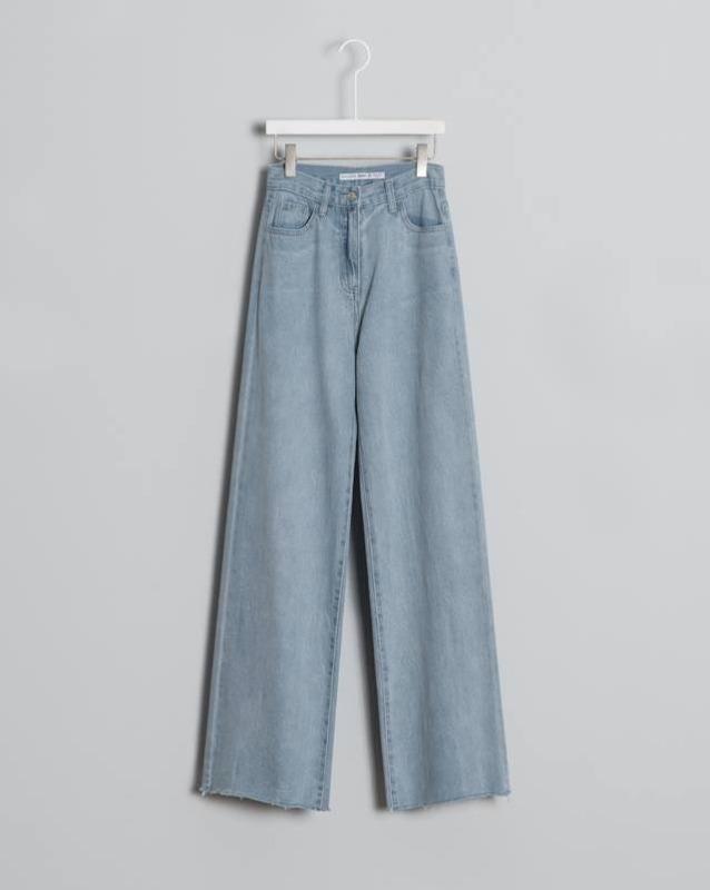 Mẫu quần jeans nữ ống suông VNXK tại xưởng may gia công jeans Thuận Hải Tp. Hồ Chí Minh