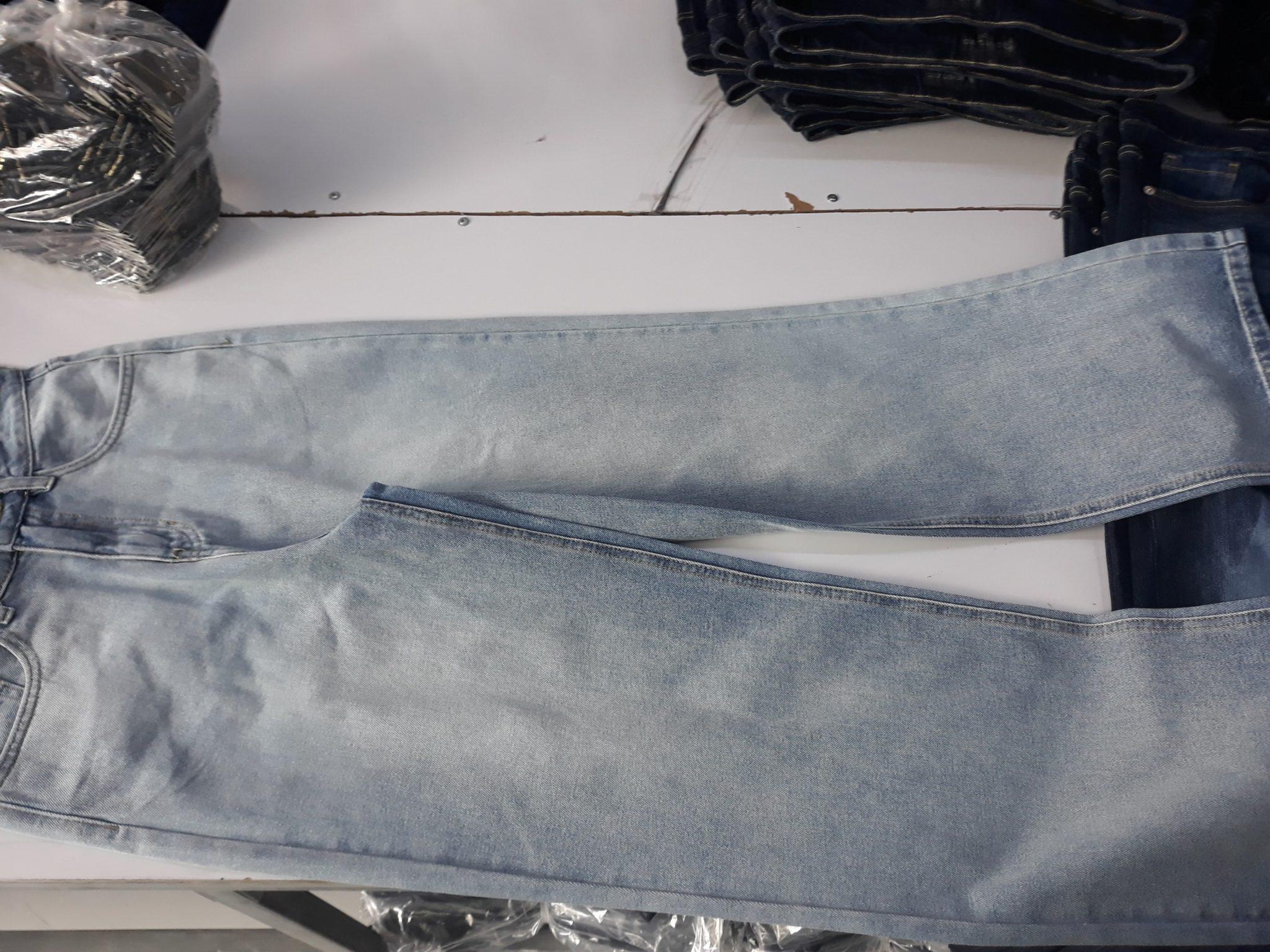 Tìm xưởng chuyên may và cung cấp sỉ quần jeans nữ ống suông tại Tp.HCM