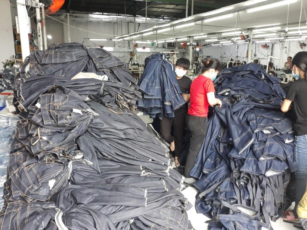 giới thiệu xưởng sản xuất gia công quần jeans nam nữ VNXK Thuận Hải tại TP. Hồ Chí Minh